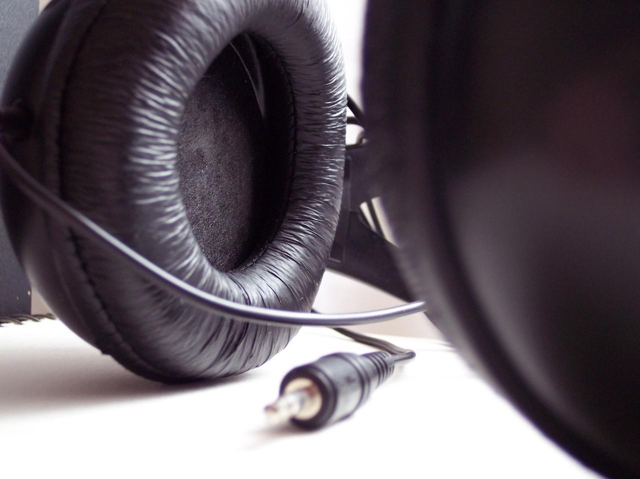Izolator akustyczny – z jakim sprzętem i dlaczego warto go używać?