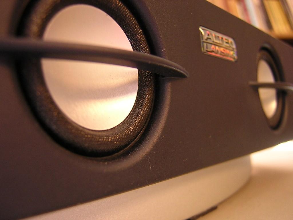 Jak ustawić głośniki stereo?